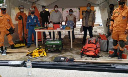Cáceres recibe donación a equipos de socorristas