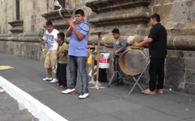 Música con materiales reciclables en San Vicente