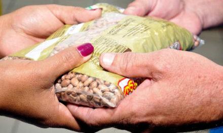 Entrega de paquetes alimentarios en Puerto Berrío